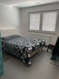 L'agence BYimmobilier vous propose ce superbe appartement au rez de chaussée d'une résidence au cœur de Bertrange.  Il se compose d'un hall d'entrée, cuisine équipée ouverte sur le séjour, salle de douche et de trois chambres à coucher. En annexe vous disposez également d'une terrasse de +/- 30 m², place de parking intérieur et cave. Pour plus d'informations contactez nous