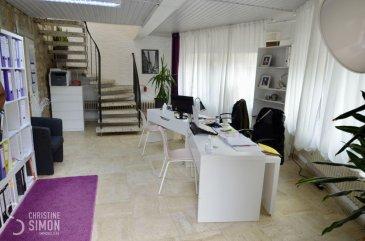 L\'agence immobilière Christine SIMON vous présente cette location de bureau de 80 m2 au centre de Steinfort qui se compose comme suit:<br>Idéal pour profession libérale<br>Rez-de-chaussée:<br>Garage de 20 m2, bureaux spacieux de 35 m2 au <br>Premier étage:<br>3 bureaux de 10,25 m2, 8,10 m2 et 14 m2 et un wc séparé.<br><br>Un grand parking communal à 100 mètres.<br>Disponibilité immédiate<br><br>Loyer 990 € plus 150 € de charges<br>Caution 2 mois plus charges<br>Frais d\'agence: 1 mois de loyer + TVA 17 %, à charge du locataire<br><br>Pour de plus amples renseignements n\'hésitez pas à contacter l\'Agence immobilière Christine SIMON au numéro 621 189 059 ou par mail au info@christinesimon.lu - visitez notre site internet: www.christinesimon.lu<br><br>Nous sommes en permanence à la recherche de maisons, appartements ou terrains pour nos clients solvables. Vous pouvez nous contacter pour estimer votre bien avant de le mettre en vente, estimation précise par un expert agréé si vous le souhaitez. <br><br><br><br>