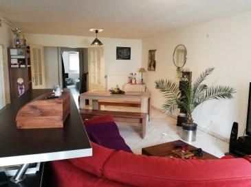 ENNERY : Joli F4 récent comprenant une cuisine équipée ouverte sur salon-séjour, 2 chambres, salle de bains, 2 places de parking privé, terrasse privé.