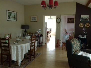 Agréable appartement dans Résidence calme, comprenant entrée, cuisine séparée, séjour, 2 chambres, salle de bains et toilettes séparés, cave et place de stationnement.