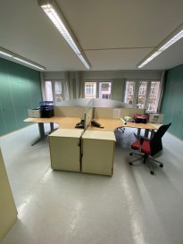 L'agence IMMO MAX vous propose ce plateau de bureau en plein coeur de Luxembourg-Gare avec 12 bureaux individuel, idéale pour une profession libéral, cabinet dentaire, docteur, avocat, et fiduciaire  Proche de toutes commodités: commerce, autoroute...  A cela s'ajoute une cave de 16m²