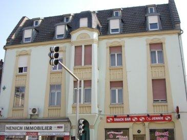 Rue de Pont à Mousson, au 4ème étage sans ascenseur, appartement 2 pièces de 33 m2 comprenant une cuisine meublée ouverte sur séjour, une chambre, une salle d'eau/WC. Chauffage individuel gaz.  Disponible à partir du 01/07/2019