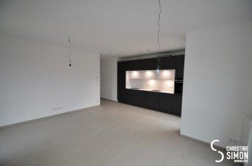 Très bel appartement de 57, 40 m2 au deuxième étage avec ascenseur d'une toutes nouvelle Résidence à Differdange 4-6, rue des Alliès à louer. Il se compose comme suit : Hall d'entrée, toilette séparée, une chambre à coucher de 13,70 m2 avec sa salle de douche attenante d'une surface de 4,2 m2. Séjour avec une magnifique cuisine équipée ouverte d'une surface de 27,60 m2 avec un accès sur la terrasse de 8,90 m2. Au deuxième sous-sol un emplacement intérieur et une cave privative, un local vélo et une buanderie commune. Passeport énergétique A-B Disponibilité de l'appartement 1 avril 2019 Conditions: CONTRAT CDI OBLIGATOIRE SANS PÉRIODE D'ESSAI Loyer 1000 ' + 150 ' de charges Caution 2 mois de loyer plus charges Honoraire Agence: 1 mois de loyer plus 17 % de Tva Si vous êtes intéressés, envoyez un mail avec vos coordonnés à cs@christinesimon.lu  Ref agence :5339005
