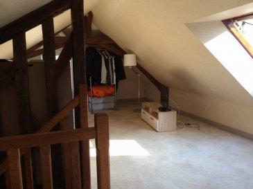 STUDIO. Dans un immeuble en monopropriété, un studio meublé en combles, comprenant : <br>pièce de vie avec coin cuisine équipée de plaques de cuisson et réfrigérateur, salle d\'eau et wc.<br>Loyer 250.00  euros par mois  Honoraires charge locataire : 126.00 euros TTC dont 42.00 euros TTC pour état des lieux