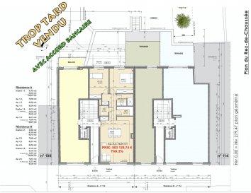 Votre agence IMMO LORENA de Pétange vous propose dans une résidence contemporaine en future construction de 8 unités sur 3 niveaux située à Pétange, 110, route de Luxembourg, un appartement au RDC de 78,59 m2 décomposé de la façon suivante:  - Hall d'entrée -Double living de 33,02. m2 - WC séparé de 2,06 m2 - Débarras de 3,44 m2 - Salle de douche de 4,16 m2 - Deux chambres de 12,41 m2 et 13,57 m2 donnant accès à une magnifique terrasse de 27,15 m2 - Une cave privative, un emplacement pour lave-linge et sèche-linge au sous sol. Possibilité d'acquérir un emplacement intérieur (28.840 €)TTC 3%  Cette résidence de performance énergétique AB construite selon les règles de l'art associe une qualité de haut standing à une construction traditionnelle luxembourgeoise, châssis en PVC triple vitrage, ventilation double flux, radiateurs, video - parlophone, etc... Avec des pièces de vie aux beaux volumes et lumineuses grâce à de belles baies  Ces biens constituent entres autre de par leur situation, un excellent investissement. Le prix comprend les garanties biennales et décennales et une TVA à 3%. Livraison prévue 2023.  1,5% du prix de vente à la charge de la partie venderesse + 17% TVA Pas de frais pour le futur acquéreur   À VOIR ABSOLUMENT!  Pour tout contact: Joanna RICKAL: 621 36 56 40  Vitor Pires: 691 761 110  Kevin Dos Santos: 691 318 013  L'agence Immo Lorena est à votre disposition pour toutes vos recherches ainsi que pour vos transactions LOCATIONS ET VENTES au Luxembourg, en France et en Belgique. Nous sommes également ouverts les samedis de 10h à 19h sans interruption.