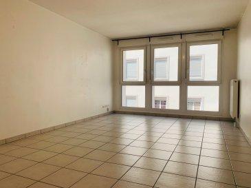 3 Pièces - Quartier KRUTENAU.  NOUVEAU - Nous proposons à la location un appartement 3 pièces de 69.21 m2 en plein coeur du quartier de la Krutenau et à proximité de toutes les commodités. Au 2ème étage avec ascenseur, il comprend : une entrée, un séjour lumineux, deux chambres, une cuisine nue, une salle de bain avec baignoire et un WC séparé. Chauffage individuel au gaz. Disponible au 01.03.2021. Loyer : 783EUR dont 80EUR de provisions sur charges avec régularisation annuelle. Dépôt de garantie : 703EUR. Honoraires : 657.50EUR dont 207.63EUR pour la réalisation de l\'état des lieux. HEBDING IMMOBILIER 03.88.23.80.80.