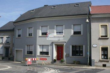 IMMO EXCELLENCE vous propose en exclusivité cette jolie et moderne maison d'une surface habitable d'environ 230 m2, ainsi que d'une surface utile d'environ 470 m2, sur un terrain de 4.7 ares. La maison offre des vues exceptionnelles et bien dégagées sur la Moselle.  La maison se compose comme suit :   Au rez-de-chaussée vous trouvez : - Un hall d'entrée ( 5m2 ), un bureau ( 15 m2 ), un vestiaire ( 12m2 ), une lingerie ( 6 m2 ), une buanderie ( 14 m2 ), un W.C. séparé ( 2 m2 ), une chambre ( 20 m2 ), un deuxième hall ( 11 m2 ), un séjour équipé d'une installation cinéma. De ce hall descend un escalier menant au rez-de-jardin avec un palier intermédiaire qui mène vers un local vélo / poubelles ( 11 m2 ),. Une terrasse extérieure ( 17 m2 ) complète ce niveau.  Au rez-de-jardin vous trouvez : Une moderne cuisine de marque entièrement équipée et ouverte ( 26 m2 ) sur une salle-à-manger ( 17 m2 ) avec de grandes baies vitrées et  accès sur une grande terrasse extérieure ( 25 m2 ), un débarras ( 4 m2 ), trois caves de rangement ( 7, 10, 12 m2 ), une cave à vins ( 11 m2 ) ainsi qu'un local technique ( 17 m2 ).  Au 1er étage vous trouvez : Un hall ( 7 m2 ), une chambre-à-coucher ( 19 m2 ), une deuxième chambre-à-coucher ( 16 m2 ), une troisième chambre-à-coucher ( 16 m2 ) avec accès sur une belle terrasse extérieure offrant des vues magnifiques sur la Moselle, une salle de douche ( 5 m2 ), un bureau/chambre ( 11 m2 ) avec possibilité d'installer une deuxième salle-de-bains ( raccordement à l'eau existant ).   Au 2ème étage vous trouvez : Des combles  isolés mais non encore aménagés ( 65 m2 ) pour y installer éventuellement une suite parentale avec salle-de-bains ( la tuyauterie pour le raccordement à l'eau est déjà installée ).  A l'extérieur vous trouvez, deux emplacements pour voitures,  un jardin entièrement aménagé et offrant une magnifique vue sur la Moselle.  Le raccordement au gaz est déjà effectué. La maison dispose partiellement d'un chauffage au sol. Tous les volet