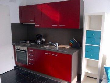 Studio à Belval (Esch-sur-Alzette)    - Hall - Séjour - Cuisine équipe - Salle de douche avec emplacement buanderie - Cave   Nous vous invitons à nous rendre visite ou contacter l'un de nos commerciaux pour plus d'informations.  Mr. Risch +352621210333 Mr. Moura +352621216646   Les surfaces et superficies sont indicatives  Rejoignez-nous sur Facebook : Newjomar Belval