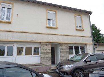 Sainte-Marie-aux-Chênes, Place Pederzoli. Appartement trois pièces avec deux chambres situé au RDC. Cuisine séparée, meublée et équipée. Salle d'eau. Chauffage individuel au gaz. 66 m². Garage. Disponible à partir du 01/04/2019.