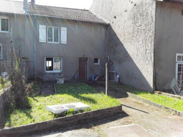 A 5 MINUTES DE REMILLY - maison de village à rénover .  Dans village avec commodités (gare SNCF, école primaire, bureau de Poste), maison à rénover comprenant, au rez-de-chaussée : une cuisine, une salle à manger, une salle de bains, un WC.  A l'étage : un pallier, 2 grandes chambres et un grenier à aménager.  Un petit jardin et une cave complètent ce bien.  PRIX : 97 000 EUR FAI  AGENCE VENNER 03.87.63.60.09.