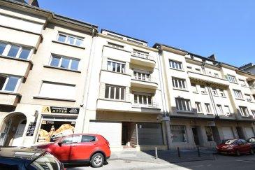 En Exclusivité,  L'agence IMMO MAX vous propose cet immeuble de rapport idéalement situé à Luxembourg-Centre à deux pas du nouveau Tram,  Sur une surface de 478.38m² le bien se compose comme suit: - 4 appartements et 2 commerces CADASTRE VERTICAL DISPONIBLE  Idéal pour investisseur avec une rentailité de 5,7%.