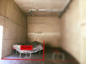 SIMOES Michael RE/MAX Partners, spécialiste de l\'immobilier à Niederkorn vous propose à la vente cet emplacement intérieur de 15,57 m2.<br><br>Emplacement couvert, situé dans un parking commun attenant à une résidence.<br><br>Possibilité d\'acquérir un second emplacement similaire.<br>Loyer éventuel possible de 100\'/mois. <br>Rentabilité de 5,2%.<br><br>Les charges communes s\'élèvent à 3\'/mois.<br><br>Disponibilité immédiate.<br><br>La commission d\'agence est inclus dans le prix de vente et supportée par le vendeur.<br><br>Contact: +352 691 680 986<br>Mail: michael.simoes@remax.lu<br />Ref agence :5096237