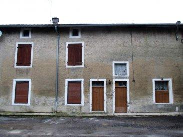 LANEUVILLE SUR MEUSE, Maison d\'habitation  - Une maison d\'habitation  comprenant : - au rez-de-chaussée : cuisine, séjour, W.C., salle d\'eau ; - à l\'étage : deux chambres. Grenier au-dessus. Jardinet sur le côté. Jardin séparé. Le tout sur une superficie de 02a 76ca - 32500 E (frais de négociation charge vendeur REF LANTHE