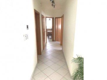 Immo Nordstrooss vous propose un lumineux appartement au rez-de-chaussée d\'une résidence de 1998.  L\'appartement se compose comme suite:  - Hall d\'entrée, - living avec accès à la terrasse de /-10 m2,  - Une cuisine équipée séparée,  - deux chambres à coucher - une salle de bain avec WC - Un débarras  - Un emplacement intérieur privatif et une place extérieur avec vignette résidentielle, une buanderie commune, ainsi qu\'une cave privative complètent le tous.  pour plus de renseignements veuillez nous contacter au 691 450 317. Ref agence : 502