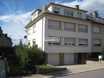 L\'agence immobilière Schaus vous propose à la location un charmant appartement, situé au dernier étage d\'une résidence à 3 unités.<br><br>L\'appartement a une surface utile de +/- 70m2 et se compose comme suit:<br>- hall d\'entrée,<br>- WC séparé, <br>- cuisine très récente,<br>- grand living (env. 25m2).<br>- 2 chambres à coucher,<br>- salle de bain.<br><br>A ceci s\'ajoute une cave privative, jardin commun et buanderie commune. <br><br>L\'appartement se situe dans un quartier très calme de Howald à 5 minutes de la ville.<br><br>La situation géographique de l\'immeuble permet un accès aisé et facile au Zoning de Howald avec ses petits et grands commerces, au Ban de Gasperich ainsui qu\'aux grands axes routiers (BE, FR, DE).<br><br>Les honoraires de négociation sont à la charge du locataire et s\'élèvent à un mois de loyer augmenté de la TVA en vigueur.