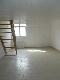 Réf: 5736  Appartement de 66 m² en rez-de-chaussée (pas de voisin au dessus) secteur Berck Plage Nord sans extérieur:  Entrée, grand séjour avec coin cuisine non équipée, salle de bains et wc. A l\'étage: Mezzanine / chambre et 1 chambre.  Possibilité de louer le parking pour 10 € par mois.  Loyer: 580 € Charges: 40 € (eau et edf en plus)   1 mois de caution   frais d\'agence: 696 €  Libre   Réf: 5736
