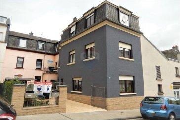 Veuillez contacter Bardia Allami pour de plus amples informations : - T : +352 621 150 966 - E : bardia.allami@remax.lu  RE/MAX Luxembourg vous propose cette jolie maison rénovée à Bonnevoie, à 2 minutes de Luxembourg-Gare. Le bien dispose d'une surface habitable d'environ 130 m² (sur une surface totale d'environ 150 m²), située sur un terrain de 1,05 ares. Cette maison détenant beaucoup de potentiel se compose comme suit :  REZ-DE-CHAUSSÉE : 1 hall d'entrée, Living et salle à manger. 1er ÉTAGE : 1 chambre à coucher, WC séparé et une cuisine équipée. 2em ÉTAGE : 2 chambres à coucher et une salle de douche, accès au grenier. GRENIER : Surface d'environ 10 m² à aménager.  SOUS-SOL : Cave, buanderie, coin technique.   Plusieurs rénovations effectuées : Circuits électriques, installation de la chaudière au gaz et plomberie, et enfin le circuit de canalisation et drainages.  Quartier calme et résidentiel, très proche de toutes commodités, à 2 min de la gare de Luxembourg, commerces et crèche à proximité.  Frais d'agence RE/MAX : à la charge de la partie venderesse + TVA.  Visite virtuelle : https://premium.giraffe360.com/remax-select/e1e835f3b4df4e79b1c2ed0d1c625c76/