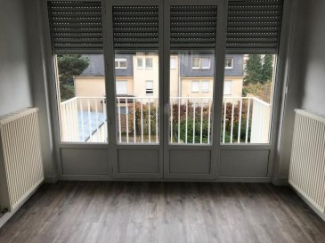 Appartement 3 pièces de 57m²à louer au 1er étage d\'une petite copropriétéà Longeville les Metz.<br>Séjour, cuisine nue, salle de bain, wc séparé, deux chambres et un balcon, double vitrage pvc, chauffage individuel au gaz, à proximité de toutes les commodités.<br>- Loyer : 510\', charges : 50\'<br>- Dépôt de garantie : 510\'<br>Honoraires charge locataire :<br>- Frais de visite, dossier, rédaction : 407\'<br>- Frais d\'état des lieux d\'entrée : 153\'<br>Contacter l\'agence ABAC IMMOBILIER au 03 87 18 37 80.