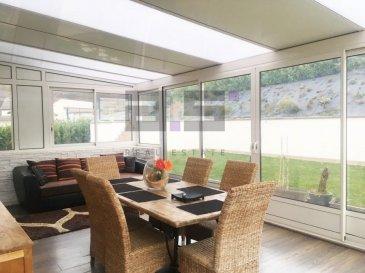 *** Coup de Coeur ! ***  A.S. Real Estate vous propose une belle et lumineuse maison individuelle, construite en 2000 de +/- 175m² de surface habitable sur un terrain de 9 ares 32 ca, bénéficiant d'un jardin aménagé et équipé d'un abris de jardin située dans un quartier calme et verdoyant, proche de toute commodité et axes autoroutiers.   Celle-ci dispose de 3 niveaux pleins : un rez-de-chaussée, un rez-de-jardin et un étage.  Le rez-de-jardin est composé d'un hall d'entrée de +/- 7m² équipé d'un placard et desservant une cuisine entièrement équipée de +/- 15m². Celle-ci dessert une véranda de +/- 30m² et un double living de +/- 48m² avec accès à une grande terrasse et au jardin. Il est complété d'une grande chambre de +/- 14m² aménagée d'un placard, et d'une salle de douche de +/- 3,5 m² équipée d'un meuble avec lavabo et d'un w.c.  Le premier étage est composé d'un hall de nuit de +/- 8,60 m² desservant deux chambres de +/- 13,80m² et +/- 10,50m², d'une salle da bain de +/- 6,50m² avec baignoire w.c., et d'une suite parentale de +/- 24m² aménagée avec placard et salle de bain équipée d'une baignoire d'angle et d'un w.c.  Le rez-de-chaussée est accommodé d'un double garage de +/- 55m² avec porte automatisée et d'une chaufferie/buanderie de +/- 28m² ainsi que de deux emplacements de parking extérieurs.  La maison possède également un espace de +/- 29m², composé d'une pièce aménagée, d'une salle de douche avec w.c. et d'une entrée séparée.  * Les frais d'agence sont inclus au prix de vente et sont à la charge du vendeur.  Pour tous renseignements ou pour convenir d'une éventuelle visite, veuillez nous contacter au (+352) 621 274 674