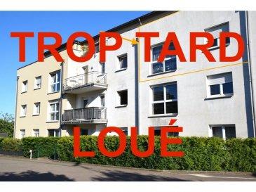 L'agence IMMOLORENA de Pétange vous propose un très bel appartement de 801 m² au deuxième étage à louer, dans une résidence très bien entretenue Il se compose comme suit :  - Un hall d'entrée de 2,60 m² - Cuisine toute équipée séparée de 10,07 m² - Un débarras de 4,01 m² - Un WC séparé de 1,40 m² - Un salon 24,19 m² - Un hall de nuit de 4,07 m² - Une chambre de 15 m²  - Une chambre de 13 - Une salle de bain avec douche de 4,35 m²   L'appartement dispose d'une cave privative et d'un emplacement intérieur.  À VOIR ABSOLUMENT!  Pour tout contact: Kevin dos Santos: +352 691 318 013  L'agence ImmoLorena est à votre disposition pour toutes vos recherches ainsi que pour vos transactions LOCATIONS ET VENTES au Luxembourg, en France et en Belgique. Nous sommes également ouverts les samedis de 10h à 19h sans interruption.
