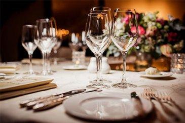 !!!!!!!!!!!!! Fond de Commerce à VENDRE !!!!!!!!!!!!!!<br><br>Immo Nordstrooss vous propose en exclusivité ce joli restaurant de+ /-150 m2 au centre de Kirchberg.<br><br>L\'établissement, actif depuis plusieurs année peut compter sur la fidélité de ses nombreux clients. En parfait état d\'entretien entièrement équipé et meublé. <br>- La Brasserie/Restaurant <br>- Deux belles terrasses extérieure équipée de grand télé plasma et chauffage<br>- Bar <br>- Cuisine professionnelle équipée <br>- Local sanitaire <br>- Le loyer est de 3700 EUR TVA inclus donc 17% récuperable <br><br>Pour plus de renseignements ou une visite, veuillez nous contacter au 691 238 008.