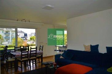 -- FR --<br/><br/>Logement situé au rez-de-chaussée d\'un immeuble récemment. est en excellent état de conservation et se compose d\'intérieurs spacieux et lumineux, finis avec d\'excellents matériaux. L\'entrée se fait sur le salon avec kitchenette, équipée de grandes portes vitrées à triple vitrage, à partir de laquelle vous avez un accès direct au patio carrelé de 13 m² et au jardin privé. Depuis le couloir, vous atteignez la zone à coucher, composée de deux chambres avec une sortie extérieure sur le jardin privé. Le logement dispose également d\'un espace de rangement pratique situé entre la salle de bain équipée de sèche-serviettes et une seconde pièce pour la lessive. La propriété est complétée avec un garage avec un espace de rangement et une porte d\'entrée électrique.<br/><br/>-- EN --<br/><br/>Ground floor accommodation in newly built building. The real estate unit is in excellent state of preservation, consisting of spacious and bright interiors, finished with excellent materials. The entrance is on the living area with kitchenette, equipped with large glass doors with triple glass, from which you have direct access to the tiled patio of 13 square meters and the private garden. From the hallway you reach the sleeping area, consisting of two double bedrooms with an outdoor outlet on the private garden. The accommodation also has a convenient storage room located between the bathroom equipped with heated towel rails and a second room for laundry use. Complete the property a medium car garage with a storage area and electric entry door.<br><br />Ref agence :YB009