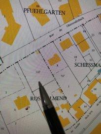 En Exclusivité, vente d'un terrain constructible de 9,93  ares,  Clôturé sur 3 parties par un mur plutôt haut  Hors lotissement, proche du centre-ville et de la gare.  Non viabilisé, branchements proches, ancien jardin d'une villa   Aucune demande de permis de construire n'est actuellement en cours.  Situé entre rue du d'Obersoulzbach (entre le nr 9 et 11)  à Ingwiller parcelle N° 142  Longueur minimum environ 37 m  Largeur environ 25 m   Prix de vente 95 000 € Nouveau prix 89 000 € se rajoute les frais de notaire   (Honoraires d'agence à la charge du vendeur)   N'hésitez pas à me consulter pour avoir des renseignements complémentaires.  Photos supplémentaires sur demande   Pierre  Bernhardt   Négociateur indépendant en immobilier  pierre-bernhardt@hotmail.fr  Tel    06 07 47 40 05 Siren: 315571521 Agent mandataire de : Sarl IMGELOC  siège social 17 rue des Romains 67110 Niederbronn les Bains  Siret 50092522700018 Carte Prof. N° 661/2007 mandat 337 019b