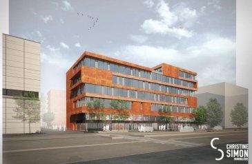 Résidence ROUDEN ECK , 8, rue Le Bataclan, L-4374 Esch-Belval, est un immeuble mixte situé au cœur de Belval, un site en pleine expansion à proximité des commerces, restaurants, zone piétonne, cinéma, administration, Université et d'une gare. Il se situe à proximité des grandes axes routiers.  L'immeuble mixte dispose de 60 appartements avec loggia allant de 0 à 2 chambres avec des surfaces de  40 à 102 m², le tout répartis sur 6 niveaux, dont le rez-de-chaussée sera exclusivement dédié aux surfaces commerciales.   L'appartement A5.03 d'une superficie de 75,64 m² bénéficie d'un hall d'entrée, un salon séjour de 33,55 m² donnant accès à une loggia, une cuisine ouverte, 2 chambres à coucher de (13 et 12 m2), une salle de bains et une toilette séparé. Une cave de 7,68 m2 et un emplacement intérieur complètent ce lot.  Les prix indiqués de TVA 3 % comprise sont mis à titre indicatif, sous réserve de l'acceptation du dossier par l'Administration de l'Enregistrement. Livraison prévue fin 2019. Pour de plus amples renseignements contactez Christine SIMON Tel: 6211 89 059 ou envoyer un mail à cs@christinesimon.lu Ref agence :5338988