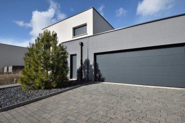 L\'agence BELARDIMMO vous propose à la vente en exclusivité une très jolie maison individuelle de 200 m²  dans la commune de Ottange .<br><br>Situé aux portes du Luxembourg, venez découvrir ce bien atypique qui se compose ainsi : <br><br>Au rez-de-chaussée : <br><br>- Grand salon séjour ouvert sur la cuisine (accès terrasse) <br>- Cuisine équipée<br>- Une chambre à coucher / bureau (12,8m²)<br>- WC séparé<br>- Espace buanderie-chaufferie<br>- Garage pour deux véhicules<br><br>1er étage : <br><br>- Palier <br>- Suite parentale avec salle de douche à l\'italienne avec accès à la terrasse de 42 m²<br>- 3 chambres à coucher (13,7m² / 13,2m² / 12,8m² )<br>- Une salle de douche avec double vasque et WC <br><br>A l\'extérieur : <br><br>- Grande terrasse accessible depuis le salon-séjour<br>- Piscine creusée<br>- Coin barbecue <br>- Jardin<br>- Stationnement pour deux voitures devant le garage<br><br>La propriété est sur un terrain de 8.37 ares, dans un lotissement récent et très calme; à l\'arrière de la maison vous ne trouverez que des zones vertes. <br><br>Les prestations et équipements dans la maison sont de très haute qualité et de haut standing. <br>La maison est également équipée du système domotique SOMFY.<br>Des travaux \'aménagement des extérieurs sont à prévoir.<br><br>Pour plus d\'informations ou pour une éventuelle visite veuillez contacter M. Palmucci au +352 691 105 887 ou l\'agence au +352 26 54 31 48<br><br>