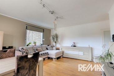 RE/MAX SELECT spécialiste de l'immobilier à Esch vous propose à la vente ce grand appartement. D'une surface de 87 mètres carré, il est composé d'un grand salon salle à manger très lumineux, de 2 chambres l'une de 13 l'autre de 18 m². Une cuisine fermée et équipée donnant sur un balcon et d'une salle de bain avec douche et WC. Vous disposez également avec cet appartement d'une cave de 5.21 m² et d'un garage fermé de 12.25 m² A noter que cet appartement est adapté aux personnes à mobilité réduite.