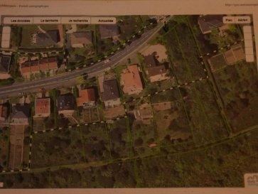 M572824 A VENDRE PARCELLE DE 1109M² DONT 700M² CONSTRUCTIBLES , RARE  A METZ voisin de  ST JULIEN LES METZ situé dans une zone déjà construite et trés résidentiel.<br> 11.80 mètres de façade ,une partie  de la parcelle n\'est pas constructible soit environ 400m² , cette parcelle est voisine d\'un espace préservé en cadre verdoyant et calme.<br> le cadre naturel préserve de tout vis à vis et profite d\'une exposition idéale pour une luminosité maximum.<br>NON VIABILISÉE mais le terrain est riverain des réseaux  Pour plus d\'informations Philippe DELAPORTE, Conseiller spécialiste du secteur, est à votre entière disposition au 06 86 27 69 62 .<br>Honoraires à la charge du vendeur.