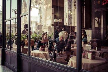 Vente d\'un fonds de commerce de restaurant avec licence grande restauration connu sur METZ à proximité immédiate de l\'hypercentre.   Le restaurant se compose la manière suivante :   - Salle restauration pouvant accueillir 40 places, - Salle-bureau qui peut être transformée en salle de réception ou coin épicerie fine ou salle de restaurant avec 30 places supplémentaires. (Possibilité d\'une entrée indépendante) - Grande cuisine lumineuse - Grandes caves de 140m² (Possibilité cave à vin et stockage)  - Terrasse possible    Restaurant en angle de rue, sans taxes foncières et dépôt de garantie à verser et peu de charges.  - Loyer : 23 800 € HT/HC/AN - Charges : 2 750 € AN  - Prix FAI : 174 000 €  OPPORTUNITÉ A SAISIR !  Pour plus de renseignements contactez :  Julien Rach 07.81.52.53.74 Cabinet d\'affaires Procomm - Immogest