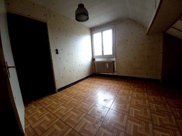 Maison individuelle d'une surface de 100 m2 composé d'une cuisine,  un salon-séjour, une salle de bains, 2 chambres et un bureau, une verrière, double vitrage, chauffage au gaz, cave et garage sur un terrain de 8 ares environs