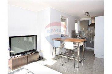 Spécialiste en immobilier, Remax-Select vous propose en location un charmant appartement meublé très lumineux dans une petite résidence au calme. La surface habitable est de 45 m2 composée d'une cuisine aménagée donnant sur le séjour, un hall d'entrée, une chambre séparée et une salle de bain avec baignoire et WC. Le séjour et la chambre ont accès direct sur un balcon de 5 m2 plein sud. Cet appartement vient avec une cave, buanderie et garage, il est proche de toute commodité. Il est disponible à la location à partir du 1er Juillet 2018.