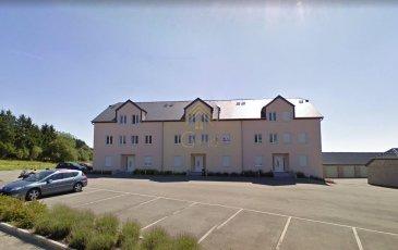 REAL G IMMO vous propose en vente ce beau duplex, au 1er étage d'une résidence bien entretenue de 2005, sise  à Wilwerdange, commune de Troisvierges. à  /-7 min du Centre Schmied (Knauf),  /-15 min de Marnach avec ces commerces et à  /-15 min de Clervaux.  L'appartement a une surface habitable de  /-103m2, qui se compose comme suit: hall d'entrée, WC séparé, cuisine équipée individuelle et living avec sortie sur le balcon. A l'étage se trouvent 2 chambres à coucher dont une avec un balcon et salle de bain.  Une buanderie commune, une cave privée et un emplacement intérieur complètent ce bien.   Plusieurs emplacement extérieurs commun.  Pour informations: - aucun travaux à prévoir - disponibilité de suite  Pour plus de renseignements ou une visite (visites également possibles le samedi sur rdv), veuillez contacter le 28.66.39.1.   Les prix s'entendent frais d'agence de 3 % TVA 17 % inclus. Ref agence :72992