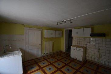 Bon' Appart vous propose cette charmante maison de ville au c'ur de Moineville.  D'une surface de 78 m² elle est composée d'une cuisine, d'un séjour, de deux grandes chambres, d'une salle de bain et d'un espace buanderie. Il y a également une cour privative à l'arrière avec un appentis.  Disponible de suite.
