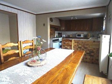 MANDEREN-TUNTING  Maison lorraine individuelle F6 d'env 150 m2 hab comprenant: Une entrée, une cuisine + espace repas, un séjour, une sdb, un wc séparé, une buanderie-chaufferie. Au 1er étage: un pallier, 4 chambres. grenier garage dépendance non attenante une grande terrasse couverte dv pvc la maison est raccordée au TAL Chauffage fioul + bois Environnement calme  A VOIR RAPIDEMENT