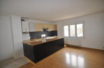 ENNERY Appartement situé au 1er étage d'une petite copropriété comprenant séjour, cuisine, une chambre,  Nbre de lot principaux : 5 Charges annuelles : 20 euros