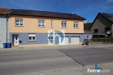 Renseignements et visites : +352 661 409 627<br><br>Homeseek Limpertsberg vous présente cette maison composée d\'un appartement 2 chambres et d\'un Duplex 5 chambres. Construite sur un terrain de 3,46 ares, elle développe une surface totale de +/-280m² utiles dont +/-204 m² habitables, et offre :<br><br>Au RdC : un appartement de +/- 59m² actuellement loué (1000\'/mois) comprenant un hall d\'entrée, une cuisine ouverte sur le séjour, 2 chambres, salle de bains avec wc, cave et buanderie.<br><br>Au 1er étage : un duplex de +/-145 m² hab. offrant un hall d\'entrée avec véranda et un accès à une terrasse, une cuisine équipée ouverte sur un lumineux salon séjour, un dégagement, 3 chambres, une salle de bains et buanderie.<br><br>Au 2ème étage : 2 chambres spacieuses avec placards, un bureau, une salle de bains, une salle d\'eau, 2 pièces de rangements.<br><br>2 garages, 2 parkings et une chaufferie complètent cet ensemble.<br><br>Pour plus de renseignement ou organiser une visite, contactez-nous au +352 661 409 627<br><br><br />Ref agence :4921157-HL-RS