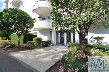 « active relocation Luxembourg » vous propose un spacieux appartement (surface renseignée sur cadastre verticale : 80,75m2) situé au RDC d'une résidence très bien entretenue à Lux-Cents avec toutes les facilités et commerces (Proxi-Delhaize, pharmacie, kiné, cabinet médical, arrêt de bus) en face de l'immeuble.  Cet appartement dont le terrain est sous bail emphytéotique comprend un hall d'entrée, un beau living avec terrasse bien orientée, une spacieuse cuisine équipée, une grande chambre, une salle de bain avec WC, un débarras avec connexion pour la machine à laver.   Une grande cave complète ce bien à visiter sans tarder.  Disponible de suite. L'appartement et la résidence sont en très bon état d'entretien.  Prix de vente : 695.000 euros Possibilité d'acquérir un grand emplacement de parking intérieur situé au -1 de la résidence moyennant supplément de 40.000 euros.  Si vous pensez vendre ou louer votre bien, active relocation luxembourg est à votre service pour vous conseiller au mieux et vous faire profiter de toutes ses compétences en vue de commercialiser votre bien de manière professionnelle et rapide.  +352 270 485 005 info@arlux.lu www.arluximmo.lu