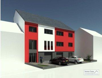 IMMO CASA vous propose en VFA une maison unifamiliale à proximité du quartier du Kirchberg et le centre ville de Luxembourg comprenant:  Sous sol:  Cave (32.24m2) Chaufferie/buanderie (26.80m2) Rdc: Garage pour 1 voiture ( emplacement extérieur) Hall d`entrée ,espace vestiaire, WC séparé, cuisine ouverte sur séjour/living (40.70m2) avec accès terrasse ( -15 m2) 1° étage:  Hall de nuit(15.91m2) Chambre parentale( 16.59m2)   Salle de bain (8.09 m2), séjour avec vide sur le séjour 2° étage:  Hall de nuit (15.41m2) Chambre 2 (14.33m2) Chambre 3 (15.34m2) Chambre 4 (19.00m2) WC séparé Salle de Douche Grenier( -80m2) aménageable  Chauffage au sol Panneaux solaires Volets électriques *Prix annoncé à 3% TVA  Maison neuf pour vendre clés en mains, belles prestations et équipements de qualité, terrasse, accès porte d`entrée, porte de garage et espace vert compris. Ref agence :1906547