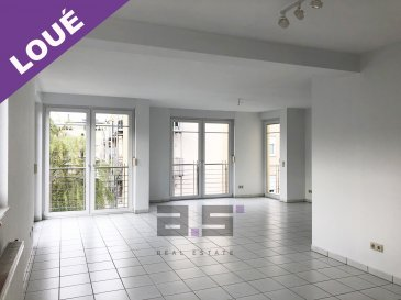 A.S. Real Estate vous propose un lumineux appartement de +/- 110m² situé au premier étage d'une petite copropriété de 3 logements dans un quartier résidentiel à Luxembourg-Cents.  Celui-ci se compose d'un grand hall d'entrée de +/- 10.50m², d'une cuisine séparée et entièrement équipée de +/- 8m², d'un double living de +/- 40m² avec accès à un balcon de +/-23m² et d'un second de +/- 2.69m², de deux chambres de +/- 20.50m² et +/- 14m², d'une salle de bain équipée d'une cabine de douche, d'une baignoire et d'un w.c, d'un débarras et d'un w.c séparé.  Ce bien est complété d'une grande cave de +/- 12m², d'un garage fermé avec porte motorisée et d'un emplacement de parking extérieur.  Un jardin commun est également mis à disposition.  Pour de plus amples informations ou pour convenir d'une visite, n'hésitez pas à nous contacter au (+352) 621 274 674 ou au (+352) 2776 4776.