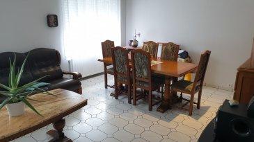 Veuillez contacter notre agent Cédric Lejeune pour de plus amples informations au 691 400 422.  RE/MAX, Spécialiste de l'immobilier au Luxembourg, vous propose, en exclusivité, cette maison de 4 chambres d'environ 120 m², avec un emplacement privé, terrasse et jardin.  La maison est composée comme suit : - au rez-de-chaussée : entrée avec hall et accès à la cave d'environ 50 m². - au 1er étage : une cuisine équipée de 15 m², salon / séjour 24 de m², une salle de bain, un hall servant de bureau, 2 chambres spacieuses, dont l'une avec salle de bain privée, - au 2ème étage : débarras/grenier et 2 chambres d'enfants.  À l'extérieur vous trouverez 2 agréables terrasses sur un terrain clos et arboré de 4.2 ares et abris de jardin.  Emplacement privatif devant la maison.  Autres spécificités : chauffage à gaz, travaux réalisés en 2014, remplacement des fenêtres PVC double vitrage, porte d'entrée et volets, toiture, ...  Travaux a prévoir ; il faut rafraîchir le hall et la cage escalier.  Frais d'agence RE/MAX : 3 % du prix de vente à la charge de la partie venderesse + TVA