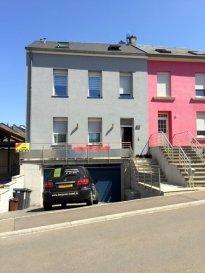 **** SOUS COMPROMIS DE VENTE ****<br><br>Maison BI-FAMILIALE à vendre à Bettembourg, avec une surface habitable de +/- 150m2 et deux appartements avec 3 emplacements intérieur voiture, 2 emplacements devant la maison et une grande terrasse. <br><br><br>LA MAISON se compose comme suit :<br><br>Appartement au rez-de-chaussée : (actuellement loué à 1\'000\'+charges)<br>surface habitable : 47,91 m2, + terrasse de 27,81 m2, Living, Cuisine équipée, salle de douche, 1 chambre, terrasse, cave, emplacement voiture (1 empl. int. et 1 empl. ext., )<br><br>Appartement / DUPLEX au 1er étage : surface habitable : 102,06m2, Living, Cuisine équipée, salle de douche, 3 chambres à coucher, 1 Salle de douche, cave, emplacement voiture (2 empl. int. et 1 empl. ext., )<br><br>En commun :  Chaufferie, Buanderie, Local poubelle<br><br>La maison est complètent refaite en 2009/2010, triple vitrage avec volet électrique, partiellement chauffage au sol, toiture à<br><br><br><br>Pour tout complément d'information, n\'hésitez pas à nous contactez par téléphone au 28 77 88 22.<br>Nous sommes également disponibles pour organiser les visites le samedi !<br><br>Nous sommes, en permanence, à la recherche de nouveaux biens à vendre (des appartements, des maisons et des terrains à bâtir) pour nos clients acquéreurs.<br>N'hésitez pas à nous contacter si vous souhaitez vendre ou échanger votre bien, nous vous ferons une estimation gratuitement.<br><br />Ref agence :93