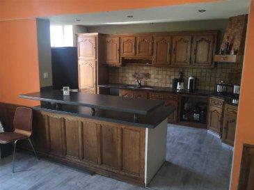 Dans une maison type FERME, un appartement exposé SUD-EST comprenant 2 entrées, cuisine sur séjour, salon,   3 chambres, salle de bain, WC.  Terrain attenant.