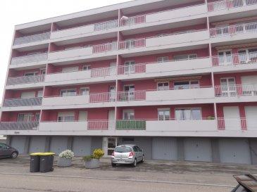 Rue des Mesoyers, Studio rénové de 30 m2 comprenant une pièce à vivre avec coin-cuisine et une salle de bains. Chauffage collectif. Disponible de suite.