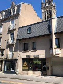 NANCY - RUE JEANNE D\'ARC - PROXIMITE PARC SAINTE MARIE.  LOCAL COMMERCIAL à louer dans la rue Jeanne d\'Arc à NANCY, constitué d\'un accueil, 2 bureaux, débarras et WC.