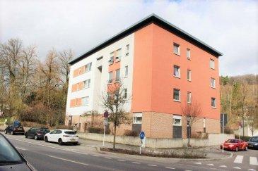 Luxembourg-Muhlenbach, Appartement lumineux et spacieux, situé au 2iéme étage d'une résidence de 2002, très bien entretenue.  Ce bien vous offre: un hall d'entrée, grand séjour et salle a manger orientation sud/est, cuisine équipée individuelle, une salle de bains, WC séparé, deux belles chambres à coucher.  Deux caves privative au sous-sol, buanderie commune et un emplacement parking intérieur compléte le bien.  Tout au proche du centre-ville de Luxembourg, à proximité des écoles, des transports publics, des supermarchés.   Disponibilité à convenir. Pour plus des renseignements ou one visite veuillez nous contacter au: 352 691 850 805. Ref agence :B249