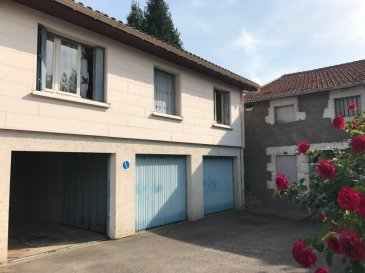 Ensemble immobilier comprenant une maison individuelle, un ensemble de 5 garages, 5 parking couverts, un duplex, un triplex, un appartement e 100m2. Tous les lots sont loués. Renseignements complémentaires sur demande.