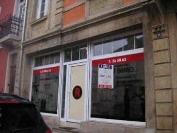 ***  AVIS AUX INVESTISSEURS  ***  Très joli bureau/commerce de 32 m2 avec deux grandes vitrines situé à 100 m du centre ville, à proximité de la commune, les magasins etc.. Actuellement loué. Possibilité d'acheter un parking extérieur pour 15.000,-'.  Disponible à l'acte. INFOS : 621 17 60 10 Ref agence :C-YALTA-0ET